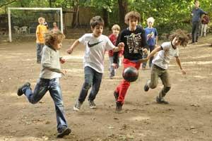 fussballspielen in der freitzeit